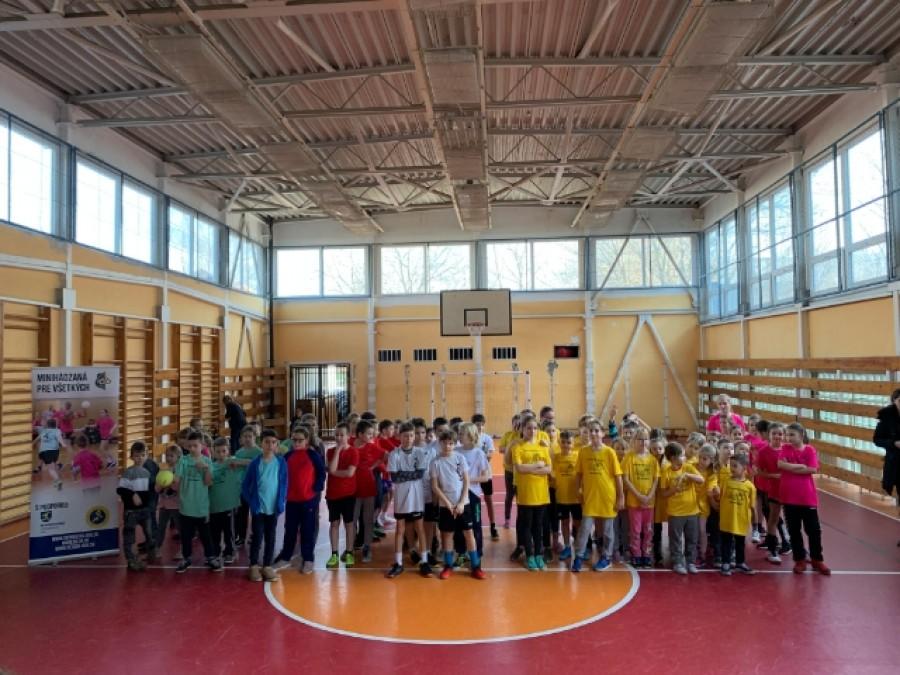 Táto škola naozaj podporuje šport! Hostila ďalší turnaj v hádzanej (FOTO)