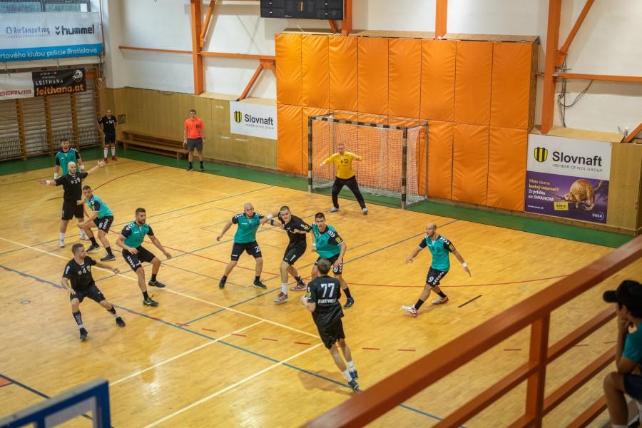 Muži odštartovali sezónu s Novými Zámkami a dorasty úspešne na turnaji